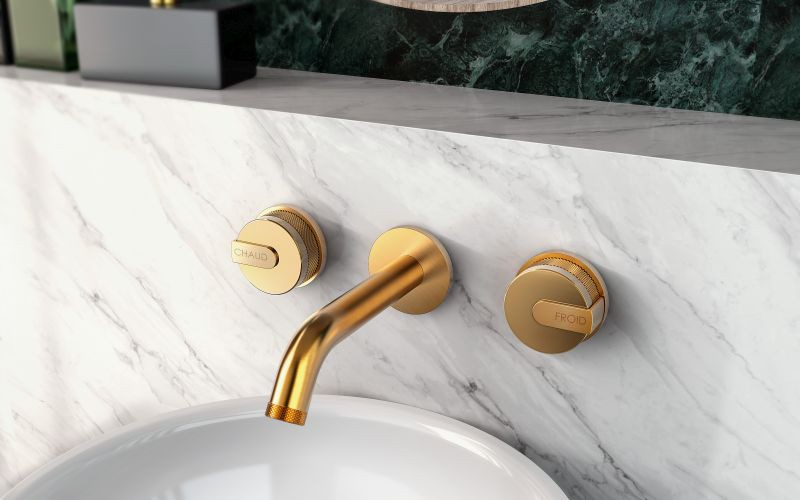 Wall-mounted 3 hole washbasin mixer in gold
